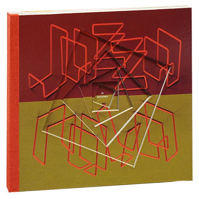 Диск упакован в подарочный картонный DigiPack, оформленный вырубкой.