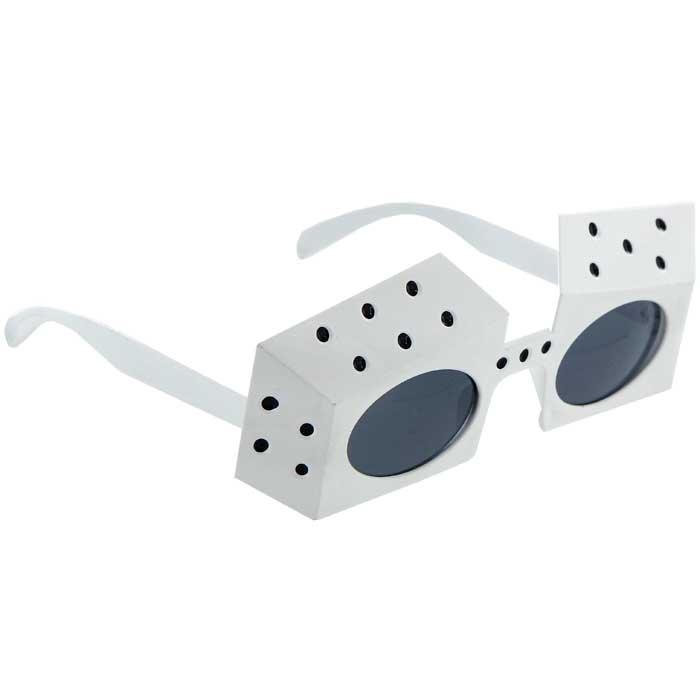 Карнавальные очки Игральные кости, цвет: белый93347Карнавальные очки Игральные кости, выполненные из пластика белого цвета, отлично дополнят ваш маскарадный костюм и помогут создать яркий образ. Очки предназначены для быстрого и необременительного перевоплощения на костюмированной вечеринке или маскараде. Сделайте свой праздник веселым и ярким!