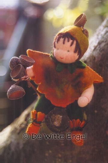 Набор для изготовления вальдорфской игрушки Маленький желудь, 12 смA41800Вальдорфская кукла занимает среди игрушек совершенно уникальное место, потому что она особая педагогическая кукла, предназначенная способствовать гармоничному развитию личности с первых лет жизни. Кукла изготавливается только из натуральных абсолютно безопасных экологически чистых материалов. Набор Маленький желудь позволит создать оригинальную уникальную яркую вальдорфскую игрушку в виде очаровательной куклы, которая, несомненно, доставит много приятных часов вам и вашим детям.