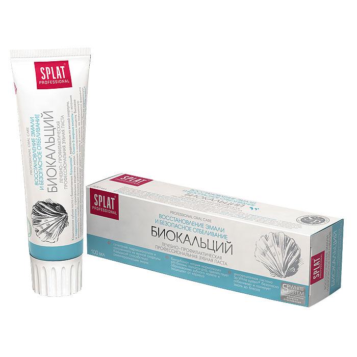 Зубная паста Splat Professional Biocalcium/Биокальций, 100 млБ-114Комплексная зубная паста с биоактивным Кальцисом, полученным из яичной скорлупы, и гидроксиапатитом - строительным веществом твердых тканей зуба. Паста предназначена для восстановления эмали и снижения чувствительности зубов. Она насыщает природным кальцием поврежденные зоны на начальных стадиях кариеса. Частицы гидроксиапатита - основного строительного вещества твердых тканей зуба - действуют идентично пломбе, замуровывая микротрещины на поверхности эмали. Натуральные ферменты расщепляют налет, способствуя сохранению свежести дыхания. Высокое содержание активных компонентов позволяет укрепить эмаль и снизить повышенную чувствительность зубов уже после нескольких дней использования. Сочетание натурального фермента папаина с компонентом Polydon препятствует образованию налета и зубного камня. Бикарбонат натрия нормализует pН-баланс полости рта и заботится о здоровье десен. Инновационная система Sp.White system безопасно отбеливает и полирует эмаль до...