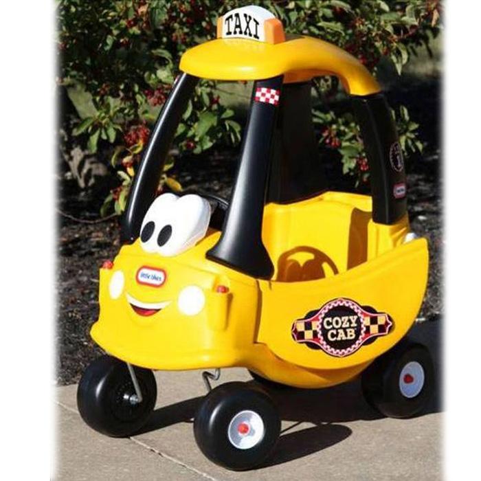 Детский автомобиль-каталка Такси, цвет: желтый172175Детский автомобиль-каталка Такси станет любимым средством передвижения вашего малыша. Яркая машинка с веселой мордашкой, имеет открывающиеся дверцы, круглый руль с пищалкой, удобное сиденье с высокой спинкой, а также снабжена ручкой-толкателем на крыше, для возможности управления взрослыми. Автомобиль оснащен съемным полом, который можно вытащить, чтобы ребенок самостоятельно катался, отталкиваясь ногами от пола. Передние колеса машинки могут поворачиваться на 360°. Автомобиль выполнен из прочного пластика, а оси колес - из металла, что гарантирует его прочность и долговечность и оснащен ящиком с крышкой для игрушек, ключом зажигания и бензобаком с открывающейся крышкой. С такой машиной не только прогулки, но и игры малыша станут веселее и увлекательнее. Порадуйте его таким замечательным подарком!