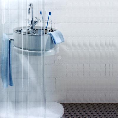 Штора Transparent clear, 180 х 200 см1018732Штора для ванной комнаты Transparent clear изготовлена из прозрачного ПВХ без рисунка. В верхней кромке шторы сделаны отверстия для колец. Штору можно стирать в стиральной машине. Характеристики: Материал: полихлорвинил. Размер шторы (Ш х В): 180 см х 200 см. Производитель: Швейцария. Артикул: 1018732.