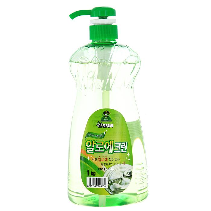 Гель для мытья посуды Aloe Clean, 1 кг760034Гель Aloe Clean предназначен для мытья посуды и кухонных принадлежностей. Он обладает превосходной моющей силой. Экстракт Алоэ, входящий в состав, защищает и увлажняет кожу. Гель образует обильную пену, которая легко смывается при ополаскивании. Средство имеет нейтральный РН. Эргономичный флакон снабжен удобным дозатором, который позволит вам легко и экономично наносить раствор на губку. Характеристики: Вес: 1 кг. Производитель: Корея. Товар сертифицирован.