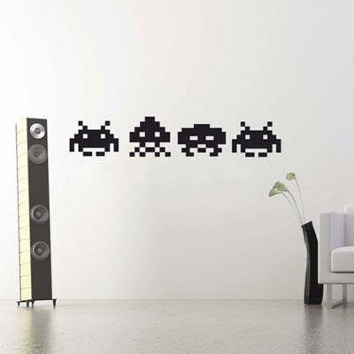 Стикер Paristic Space Invaders, цвет: черный, 33 х 44 смПР00073Стикер Paristic Space Invaders - это уникальная возможность создать неповторимый индивидуальный облик интерьера вашего дома. Стикер, изображающий инопланетян из популярной видеоигры, выполнен из матового винила - тонкого эластичного материала, который хорошо прилегает к любым гладким и чистым поверхностям, легко моется и держится до семи лет, при снятии не оставляет следов. Изображения можно разделить и, разместив их в разных местах, создать целую композицию. Такой оригинальный элемент декора придаст интерьеру креативность и новое настроение и станет необычным украшением, притягивающим заинтересованные взгляды окружающих. В комплекте со стикером предусмотрена подробная инструкция по наклеиванию (на русском языке).