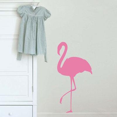 Стикер Paristic Розовый фламинго № 1, цвет: розовый, 33 х 66 см43406Стикер Paristic Розовый фламинго - это уникальная возможность придать интерьеру неповторимый индивидуальный облик. Стикер с изображением силуэта розового фламинго создаст в доме невероятную атмосферу тепла, уюта и радости. Стикер выполнен из матового винила - тонкого эластичного материала, который хорошо прилегает к любым гладким и чистым поверхностям, легко моется и держится до семи лет, при снятии не оставляет следов. Такой оригинальный элемент декора наполнит интерьер креативностью, яркими красками и солнечным настроением и станет великолепным украшением, притягивающим заинтересованные взгляды окружающих. В комплекте со стикером предусмотрена подробная инструкция по наклеиванию (на русском языке).