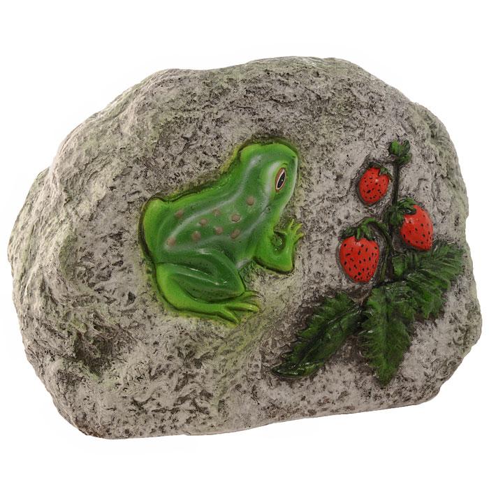 Декоративная фигурка Камень с лягушкой и земляникойК006Декоративная фигурка, изготовленная из полистоуна (безвредный для человека материал, устойчивый к воздействию внешней среды: влажность, солнце, перепады температуры), выполнена в виде камня, декорированного рельефным изображением в виде лягушки и веточки с ягодами земляники. Такая фигурка позволяет создать правдоподобную декорацию и почувствовать себя среди живой природы. Декоративные садовые фигурки представляют собой последний штрих при создании ландшафтного дизайна дачного или приусадебного участка. Они способны придать участку собственный, ни на что не похожий образ. Кроме этого, веселые и незатейливые фигурки поднимут настроение вам, вашим друзьям и родным. Характеристики: Материал: полистоун. Размер фигурки: 26 см х 18 см х 12 см. Размер упаковки: 32 см х 22,5 см х 17 см. Производитель: Китай. Артикул: К006.