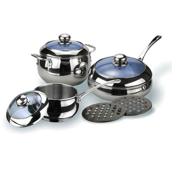 Набор посуды Vitesse Liane, 8 предметовVS-1011Набор посуды Vitesse Liane, изготовленный из нержавеющей стали, состоит из кастрюли с крышкой, сотейника с крышкой, сковороды с крышкой, 2 черных бакелитовых подставок. Многослойное термоаккумулирующее дно предметов с прослойкой из алюминия обеспечивает равномерное распределение тепла. На внутренней стороне кастрюли и сковородки имеется шкала литража, что обеспечивает дополнительное удобство при приготовлении пищи. Прозрачные крышки, выполненные из термостойкого стекла позволяют следить за процессом приготовления, а литые ручки, крепящиеся к корпусу посуды заклепками, обеспечивают удобство при эксплуатации. Форма кромки посуды предотвращает разливание жидкости, а благодаря правильности линий кромки в комбинации с крышкой обеспечивается максимальная герметизация между ними. Две прочные бакелитовые подставки на низких ножках позволят разместить кастрюлю или сковородку в удобном для вас месте. Набор подходит для газовых, электрических, индукционных и стеклокерамических...
