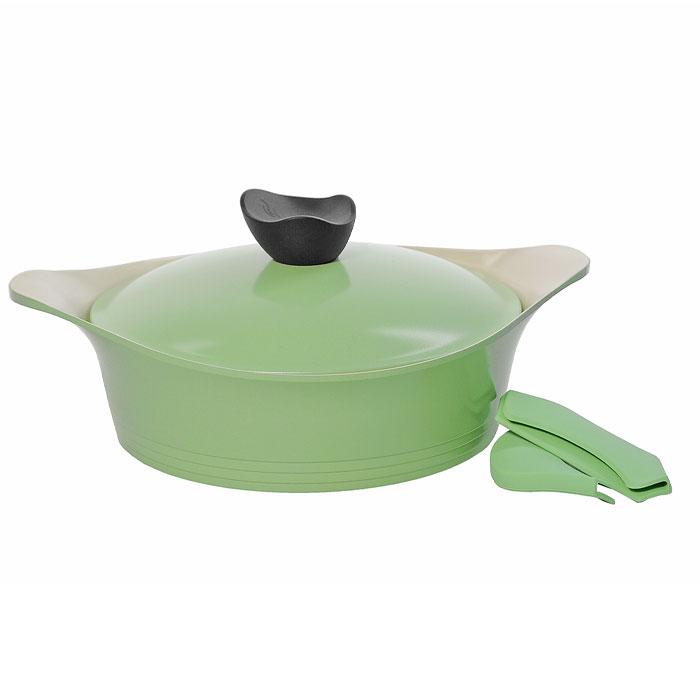 Жаровня Frybest Ever Green с крышкой, 24см, 2,7л, цвет:зеленый/светлое внутр. покрытие GRCY-L24GRCY-L24Практичная и удобная жаровня Frybest Ever Green прекрасно подойдет приготовления различных вкусных и полезных блюд. Жаровня изготовлена из высококачественного литого алюминия с керамическим покрытием Ecolon как внутри, так и снаружи. Это покрытие является экологичным, так как состоит только из натуральных компонентов, таких как камень и песок. Благодаря этому в процессе приготовления пищи посуда не выделяет вредные вещества. Инновационное антипригарное покрытие позволяет готовить практически без масла и предохраняет продукты от пригорания. Слой анионов (отрицательно заряженных ионов) обладает антибактериальными свойствами. Они намного дольше сохраняют приготовленную пищу свежей. Также покрытие обладает непревзойденной прочностью и устойчивостью к царапинам, поэтому во время готовки можно использовать металлические аксессуары. Благодаря такому покрытию жаровню легко мыть после использования. Жаровня имеет специальное утолщенное дно для идеальной теплопроводимости. Она...