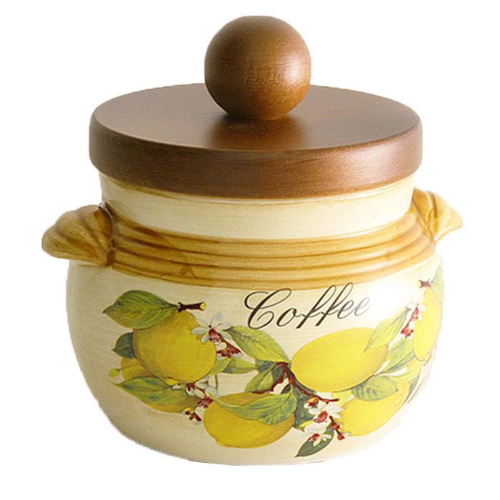 Банка для продуктов LCS Итальянские лимоны Coffee 0,5 л LCS670PLC-CL-ALLCS670PLC-CL-ALБанка для сыпучих продуктов LCS Итальянские лимоны с надписью Coffee, выполненная из высококачественной керамики и оформленная оригинальным рисунком с изображением лимонов, станет незаменимым помощником на кухне. В ней будет удобно хранить разнообразные сыпучие продукты, такие как кофе, крупы, макароны или специи. Емкость легко закрывается деревянной крышкой, которая снабжена резиновым кольцом-уплотнителем для лучшей фиксации. Оригинальный дизайн позволит сделать такую емкость отличным подарком на любой праздник. Характеристики: Материал: керамика, дерево, резина. Высота банки (без учета крышки): 8,5 см. Высота банки (с учетом крышки): 12 см. Диаметр банки: 10 см. Объем банки: 0,5 л. Размер упаковки: 14 см х 13 см х 12,5 см. Производитель: Италия. Артикул: LCS670PLC-CL-AL. LCS - молодая, динамично развивающаяся итальянская компания из Флоренции, производящая...