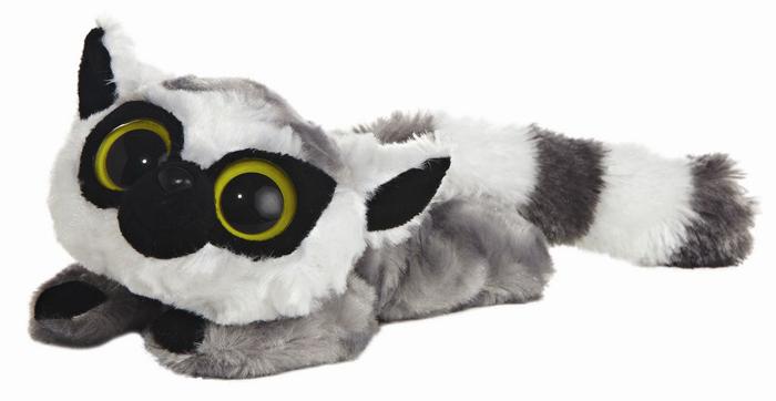 Мягкая игрушка Aurora Лемур Лемми, 23 см65-606Очаровательная мягкая игрушка Лемур Лемми, выполненная в виде героя известного детского мультфильма Юху и друзья (YooHoo & Friends), вызовет умиление и улыбку у каждого, кто ее увидит. Она станет замечательным подарком, как ребенку, так и взрослому. Игрушка удивительно приятна на ощупь, а специальные гранулы, используемые при ее набивке, способствуют развитию мелкой моторики рук малыша. Мягкая игрушка может стать милым подарком, а может быть и лучшим другом на все времена. Характеристики: Материал: пластик, искусственный мех. Длина игрушки: 23 см. Набивка: синтепон, пластмассовые гранулы.