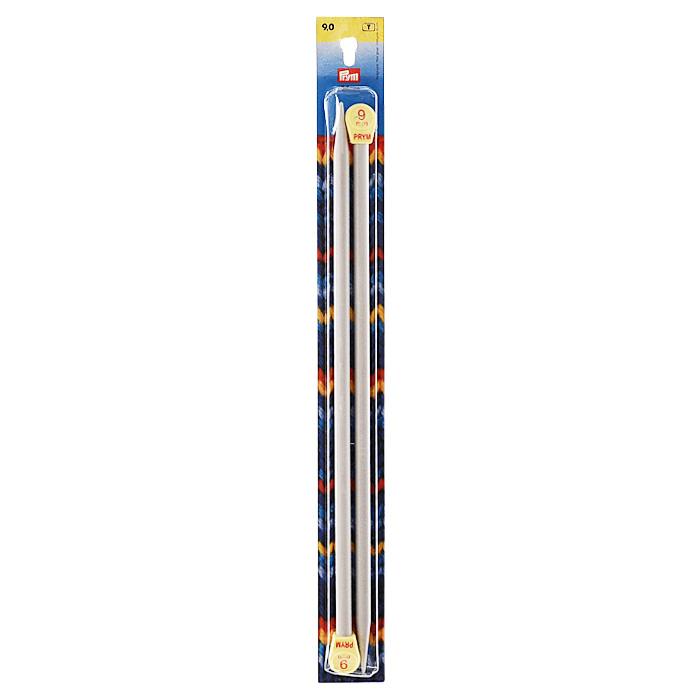 Спицы Prym прямые пластиковые с наконечниками, цвет: серый, диаметр 9 мм, 2 шт218220Прямые пластиковые спицы Prym с наконечниками предназначены для вывязывания широких деталей изделия (спинки, переда, рукавов). Спицы прочные, легкие, гладкие, удобные в использовании. Кончики спиц закругленные. Ограничители препятствует соскальзыванию петель. Вы сможете вязать для себя и делать подарки друзьям. Рукоделие всегда считалось изысканным, благородным делом. Работа, сделанная своими руками, долго будет радовать вас и ваших близких.