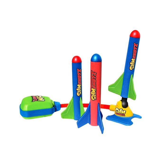 Игровой набор Slam ShotzZG0090Игровой набор Slam Shotz, несомненно, привлечет внимание ребенка и не позволит ему скучать. Набор содержит ракетную установку, которая помещается прямо на столе или любой другой поверхности, и легкие мини-ракеты. Стоит только вставить ракету в установку, нажать на воздушную подушку и ракета тут же взлетает вверх. Максимальное расстояние полета составляет 25 метров. Ракеты выполнены их мягкого легкого материала, они не сломаются и не кого не смогут поранить, так что с ними можно спокойно развлекаться как дома, так и на улице. С набором Slam Shotz можно устроить веселое соревнование или, например, поиграть в космопорт.