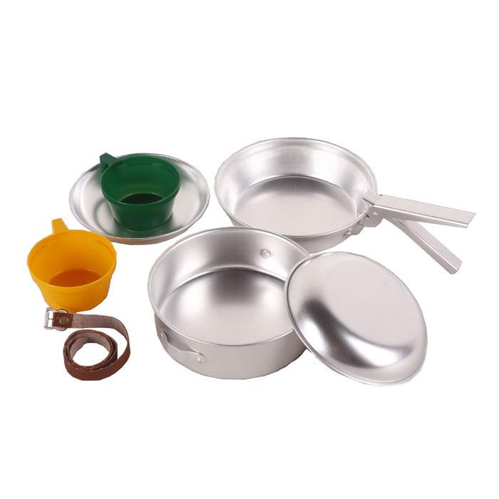 Набор походной посуды KingCamp Backpacker 2, 7 предметов. KP4236УТ-00002425Набор походной посуды KingCamp Backpacker 2 включает в себя кастрюлю с крышкой, две тарелки, две кружки, съемную ручку и ремень. Набор идеально подходит для приготовления пищи во время похода на две персоны. Посуда выполнена из алюминия и пластика, она легкая и компактно складывается, поэтому не займет много места. Для удобного хранения в комплект входит ремешок, который скрепит вместе все предметы. Размер кастрюли: 17 см х 17 см х 5,5 см. Размер кастрюли-крышки: 18 см х 18 см х 4,5 см. Диаметр тарелки: 15,5 см. Размер кружки: 9 см х 11 см х 5 см. Длина съемной ручки: 12,5 см.