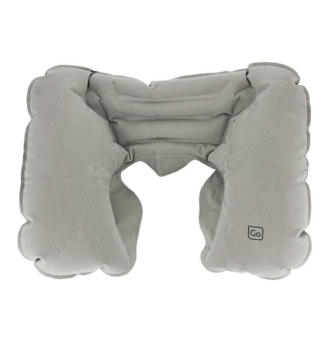 Надувная подушка-подголовник для шеи Go Travel, цвет: серый. 447 DG447 DGНадувная подушка-подголовник для шеи Go Travel позволяет поддерживать голову в естественном положении, если вы спите сидя (например, в кресле самолета). Выполнена из моющегося высококачественного материала с бархатистой поверхностью и имеет уникальную конструкцию с плоским задним бортиком. Не вызывает аллергии. Для хранения подушки предусмотрен чехол на кулиске.
