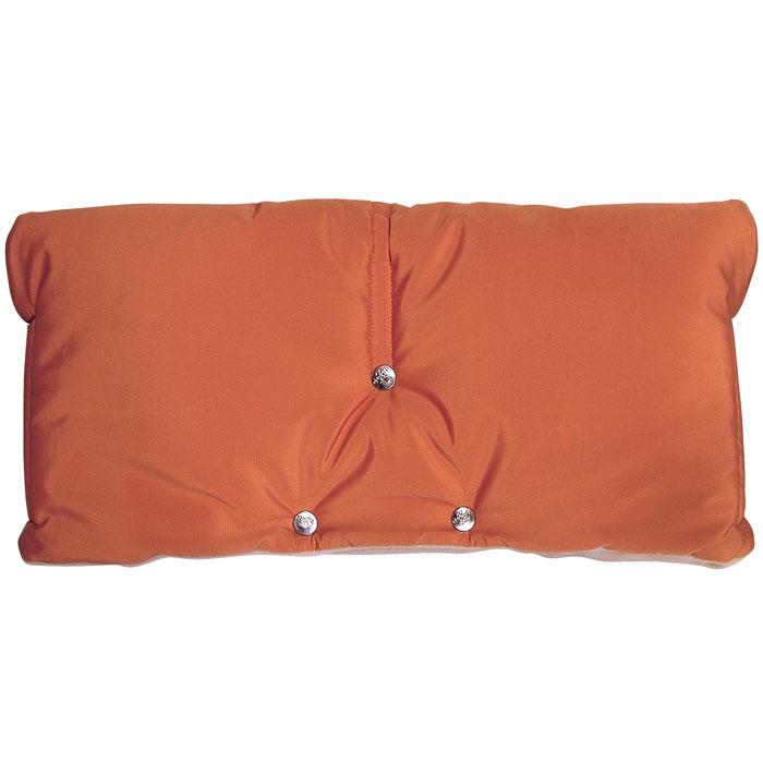 Муфта для рук на коляску Чудо-Чадо, флисовая, цвет: оранжевый. МКФ02-001МКФ02-001Все мамы и папы, гуляющие с коляской в холодный и ветреный день, знают, что руки мерзнут всегда. Теплое предложение к зимнему сезону - муфта для рук на ручку коляски Чудо-Чадо. Ваши руки больше не будут мерзнуть на прогулке от ветра и мороза! Муфта для рук крепится на ручку коляски или санок на кнопках и подходит для любой модели с цельной ручкой. Идеальна для колясок с ручным тормозом. По бокам муфты расположены липучки, которые обеспечивают плотное облегание ручки коляски, чтобы нигде ничего не задувало. Верхний водоотталкивающий и непродуваемый слой защищает муфту, а значит и ваши руки в ней, от дождя, снега и ветра. Утеплена муфта силиконизированным синтепоном, который не скомкивается и не сминается. Внутренняя часть - мягкий флис - дает почувствовать мягкость и уют даже в самую плохую погоду. Муфта легко стирается, быстро сохнет. Муфта для рук может также использоваться в развернутом виде в качестве подстилки в коляску, санки или на скамейку.