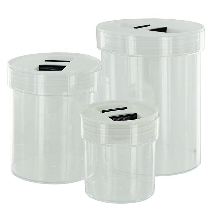Набор банок для продуктов Oriental Way 3 шт NR-3148NR-3148Набор Oriental Way, изготовленный из высококачественного пластика, станет незаменимым помощником на любой кухне. Набор состоит из трех прозрачных банок разного размера с крышками. В них будет удобно хранить сыпучие продукты, такие как чай, кофе, соль, сахар, крупы, макароны и прочее. Емкости плотно закрываются пластиковыми крышками. Банки могут быть вставлены одна в другую, что позволяет сэкономить много пространства. Набор банок сыпучих продуктов Oriental Way подойдет для любой кухни и понравится каждой хозяйке. Характеристики: Материал: пластик. Объем большой банки: 3,4 л. Размер большой банки: 17 см х 21,5 см х 17 см. Объем средней банки: 1,5 л. Размер средней банки: 14 см х 16 см х 14 см. Объем малой банки: 0,45 л. Размер малой банки: 11 см х 11 см х 11 см. Размер упаковки: 22 см х 18 см х 18 см. Производитель: Китай. Артикул: NR-3148.