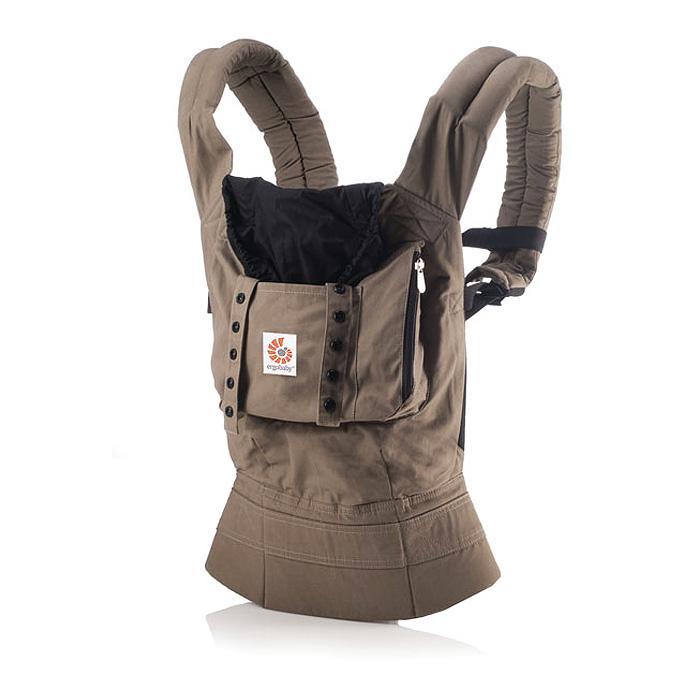 Рюкзак-переноска ERGO Baby Carrier. Аутбэк, цвет: коричневыйBC25200NLРюкзак-переноска ERGO Baby Carrier. Аутбэк поддерживает спину и позвоночник малыша и гарантирует физиологически правильное ношение. В отличие от большинства рюкзаков-кенгуру, в переноске ERGO Baby Carrier малыш сидит с широко разведенными ножками, а не висит с давлением на промежность. Переноска имеет широкие, мягкие плечевые ремни и поддерживающий широкий ремень вокруг корпуса взрослого. Благодаря этому нагрузка распределяется более равномерно, поэтому носить ребенка в рюкзаке-переноске ERGO Baby Carrier удивительно легко. Родители могут выбрать наиболее удобный способ ношения: спереди, сзади и на бедре. ERGO Baby Carrier - рюкзак-переноска на несколько лет (со специальной вставкой для новорожденных от 0 до 5 месяцев и до 4-летнего возраста), тогда как возможности эксплуатации большинства рюкзаков-кенгуру ограничены в применении. Также в рюкзаке-переноске вы можете носить своего ребенка сколь угодно долго, практически весь день при необходимости, поскольку ERGO Baby...