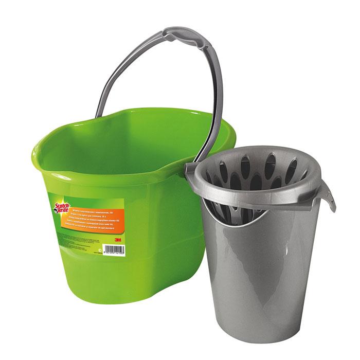 Ведро Scotch-Brite, с насадкой для отжима, 15 лXX004824569Ведро  Scotch-Brite, выполненное из пластика, идеально подходит для выжимания ленточных и веревчатых швабр. Ведро может использоваться как с насадкой, так и без нее. Ведро оснащено емкостью для чистой воды. Благодаря специальному разъему на дне ведра, емкость становится точно на свое место и не смещается. Насадка для отжима швабры крепится к стенкам ведра и легко снимается при желании. Благодаря специальной выемке под руку на дне, из ведра очень удобно выливать воду. Характеристики: Материал: полипропилен. Объем ведра: 15 л. Размер ведра: 39 см х 28 см х 28 см. Производитель: Италия.