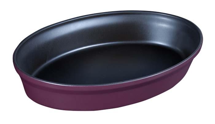 Форма для запекания Ceraflame, цвет: сливовый, 31 см х 21 смA408102Овальная форма Ceraflame, выполненная из высококачественной керамики, будет отличным выбором для всех любителей домашней выпечки. Благодаря уникальному свойству керамики долго сохранять тепло, форма идеальна не только для приготовления пищи, но и для сервировки. Ваши блюда будут долго оставаться горячими после того, как вы подадите их на стол. Емкость идеальна для запекания в духовке птицы и мяса, для приготовления лазаньи, запеканки и даже пирогов. Керамика, из которой выполнена форма, устойчива к резким перепадам температур, способна выдерживать очень высокие температуры, сохраняет аромат и полезные свойства. Форму можно использовать на открытом огне, на газовой или электрической печи, в микроволновой или конвекционной печи, в морозильной камере или посудомоечной машине. Форма покрыта уникальной гладкой эмалью, устойчивой к трещинам и царапинам. Непористая поверхность исключает образование бактерий, великолепно моется, и будет оставаться новой и блестящей даже после...