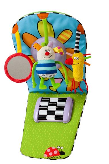Игрушка Taf Toys Развивающий центр для автомобиля11465Игрушка Taf Toys Развивающий центр для автомобиля предназначена для детей, сидящих против направления движения. Выполненная из материалов различной фактуры, она не оставит вашего малыша равнодушным, а яркая расцветка настроит его на положительные эмоции. Игрушка выполнена в виде игрового центра, содержащего различные развивающие элементы. Это три интригующие подвески: Kooky, которая гремит, шуршащая птичка и детское безопасное зеркальце, а так же уникальное приспособление для стимуляции ножек ребенка. Благодаря широким удобным ремням с застежками-липучками игровой центр легко крепится в автомобиле. Такая яркая, веселая игрушка поможет развить цветовое и звуковое восприятие, тактильные ощущения и мелкую моторику рук ребенка. Характеристики: Материал: пластик, текстиль. Рекомендуемый возраст: от 0 месяцев. Общая длина: 28,5 см. Максимальная ширина: 37 см. Диаметр зеркала: 28,5 см. Размер упаковки: 27 см x 30 см x 7,5 см. ...