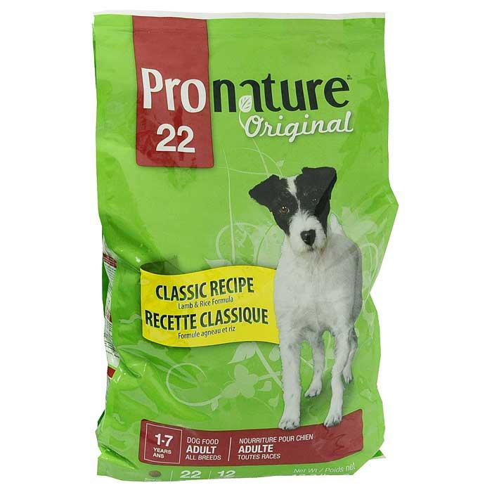 Корм сухой Pronature Classic Recipe для взрослых собак всех пород, с ягненком и рисом, 6 кг204022074Сухой корм Pronature Classic Recipe является полнорационным кормом для взрослых (в возрасте от 1 до 7 лет) собак всех пород. Эта марка корма так же рекомендуется собакам с чувствительным желудочно-кишечным трактом, и будет полезен собакам, у которых присутствует аллергия, ведь данный состав содержит гипоаллергенные компоненты. Корм Pronature приготовлен из тщательно отобранных компонентов, обогащен уникальной смесью экстрактов целебных трав, овощей и ягод, является идеальным сухим кормом класса премиум для кошек и собак. Уникальный состав кормов Pronature, в котором нет сои, красителей, искусственных ароматизаторов и консервантов, гарантирует оптимальное развитие вашего животного на каждом этапе его жизни. На каждой упаковке с кормом вы можете найти легкие для понимания информационные пиктограммы, которые помогут вам правильно ориентироваться во всей линии кормов Pronature. Характеристики: Состав: мука из мяса ягненка (15%), дробленый рис,...