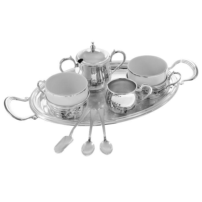 Чайный набор Chinelli, на 2 персоны, 9 предметовGA2033970ALЧайный набор Chinelli, выполненный из фарфора и металла серебристого цвета, сочетает в себе изысканный дизайн с максимальной функциональностью. Набор состоит из 2 фарфоровых чашек, украшенных каймой серебристого цвета, в металлических подстаканниках с ручками, 2 чайных ложек, молочника, сахарницы с крышкой и ложки для сахара. Все металлические предметы набора посеребрены. Изящный дизайн и красочность оформления придутся по вкусу и ценителям классики, и тем, кто предпочитает утонченность и изысканность. Набор упакован в деревянную подарочную коробку, закрывающуюся на металлическую защелку. Все предметы набора надежно закреплены в коробке благодаря специальным выемкам.