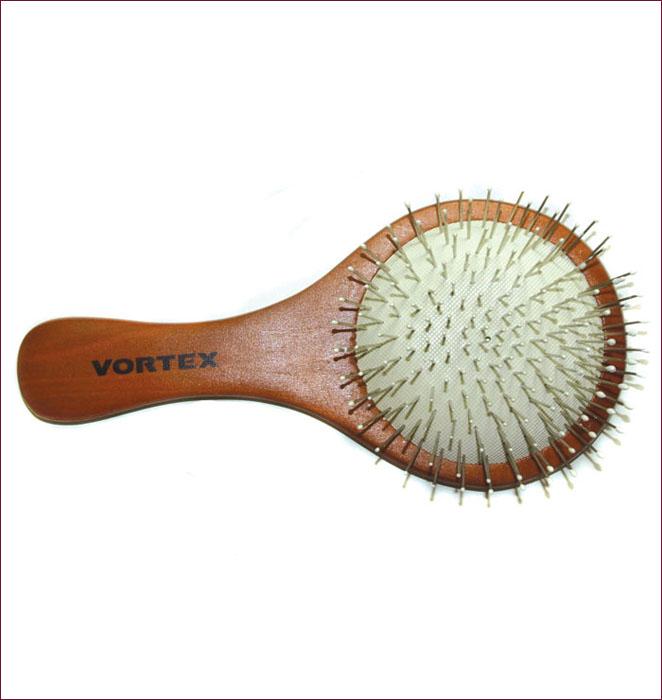 Расческа массажная Vortex, деревянная, 14 см. 5101151011Массажная расческа Vortex круглой формы, деревянная основа которой отполирована, идеально ухаживает за вашими волосами, обеспечивает деликатный массаж кожи головы, улучшает микроциркуляцию. Расческа легко моется и быстро сохнет.