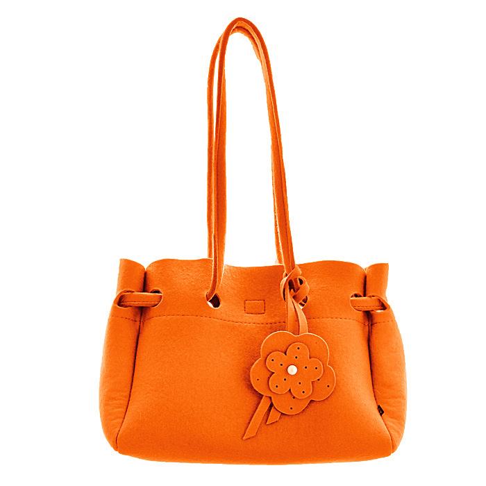 Сумка женская Feltterra Betta, цвет: оранжевый09/BETTA S (с подкладкой)Яркая сумка Feltterra Betta станет эффектным акцентом в вашем образе и превосходно подчеркнет неповторимый стиль. Модель выполнена из фетра - натуральной, высококачественной шерсти, мягкой и приятной на ощупь. Сумка состоит из одного большого отделения с хлопчатобумажной подкладкой, закрывающегося на липучку. Внутри содержит смежный карман на застежке-молнии, накладной открытый карман и кармашек на застежке-молнии. Сумка оснащена двумя ручками, позволяющими носить ее на плече. Ручка сумки декорирована подвесным элементом в виде цветка и кисточкой. Простота и лаконичность сумки придает ей невероятную изысканность, она обязательно найдет свое место в вашем гардеробе!