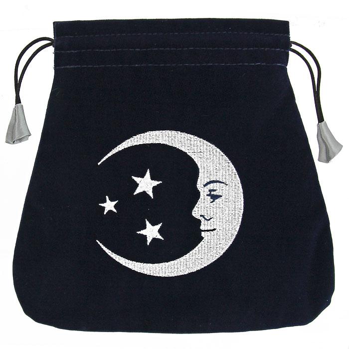 Мешочек для карт Lo Scarabeo Улыбка Луны. BT37BT37Бархатный мешочек синего цвета идеально подойдет для хранения карт Таро и прочих аксессуаров для гаданий. Внешняя поверхность мешочка оформлена вышитым рисунком с изображением луны и звезд, а его внутренняя поверхность выполнена из шелковистого сатина. Мешочек затягивается на шнурок-кулиску. Такой мешочек станет прекрасным и достойным подарком для любителя гаданий.