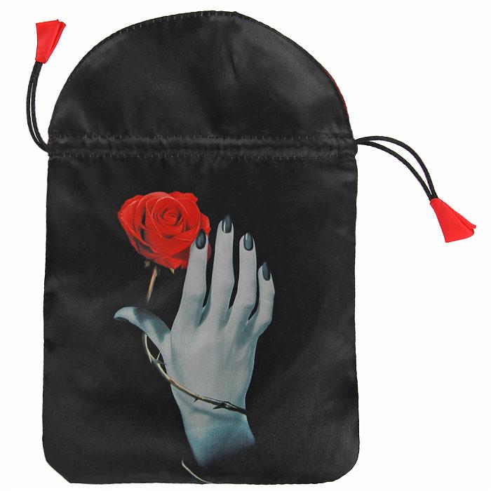 Мешочек для карт Lo Scarabeo Роза в руке. BT36BT36Сатиновый мешочек черного цвета идеально подойдет для хранения карт Таро и прочих аксессуаров для гаданий. Внешняя поверхность мешочка оформлена шелкографией с изображением розы и руки. Мешочек затягивается на шнурок-кулиску. Такой мешочек станет прекрасным и достойным подарком для любителя гаданий.