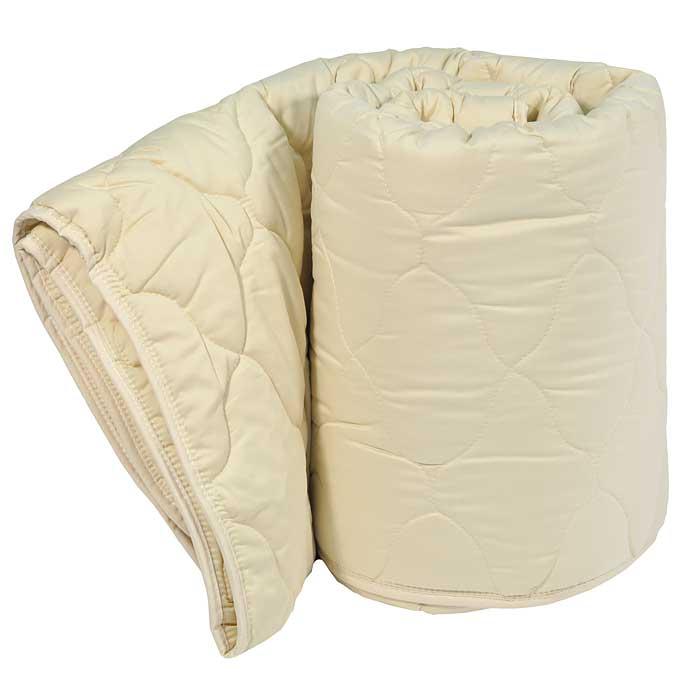 Одеяло Dargez Арно легкое, 172 х 205 см20430ЕЛегкое одеяло Dargez Арно в гладкокрашеном сатиновом чехле карамельного цвета с наполнителем из шерсти овец мериносовой породы обладает уникальной гигроскопичностью, создавая оптимальный микроклимат для организма и поддерживая комфортные условия во время сна и отдыха. Одеяло вложено в текстильную сумку-чехол зеленого цвета на застежке-молнии, а специальная ручка делает чехол удобным для переноски.