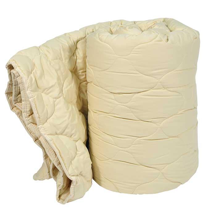 Одеяло Dargez Арно легкое, 200 см х 220 см26430ЕЛегкое одеяло Dargez Арно в гладкокрашеном сатиновом чехле карамельного цвета с наполнителем из шерсти овец мериносовой породы обладает уникальной гигроскопичностью, создавая оптимальный микроклимат для организма и поддерживая комфортные условия во время сна и отдыха. Одеяло вложено в текстильную сумку-чехол зеленого цвета на застежке-молнии, а специальная ручка делает чехол удобным для переноски. Характеристики: Материал чехла: сатин (100% хлопок). Наполнитель: овечья шерсть (меринос). Размер одеяла: 200 см х 220 см. Масса наполнителя: 300 г/м2. Размер упаковки: 60 см х 44 см х 25 см. Артикул: 26430E. Торговый Дом Даргез был образован в 1991 году на базе нескольких компаний, занимавшихся производством и продажей постельных принадлежностей и поставками за рубеж пухоперового сырья. Благодаря опыту, накопленным знаниям, стремлению к инновациям и развитию за 19 лет компания смогла стать крупнейшим производителем домашнего...