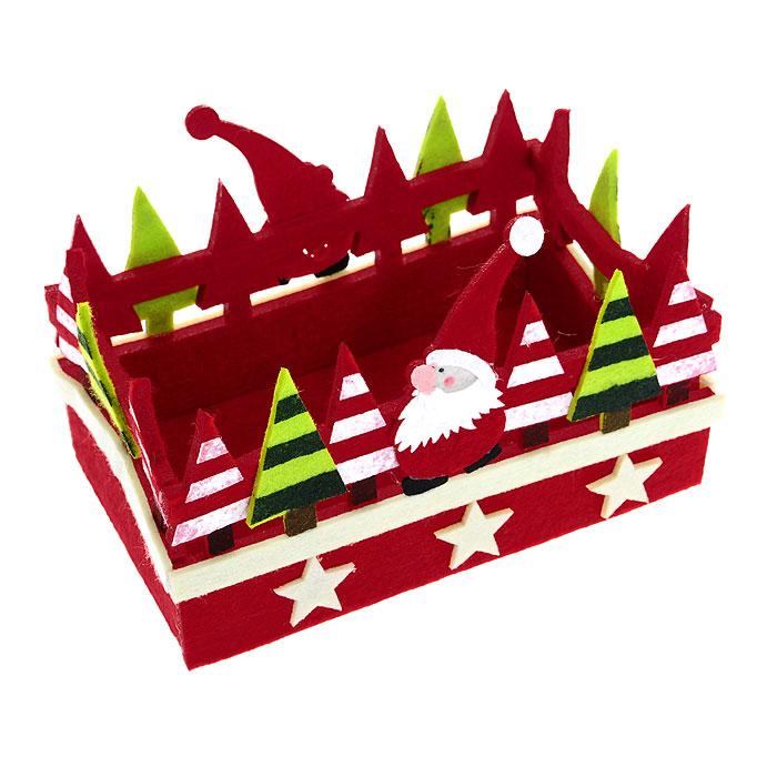 Корзинка House & Holder 117049117049Корзинка House & Holder прямоугольной формы, выполненная из фетра, идеально впишется в интерьер вашей кухни. Корзинка декорирована фигурками Санта-Клауса, елками и звездочками. Такая корзинка позволит красиво и удобно разместить на столе фрукты, конфеты, печенье. Характеристики: Материал: фетр. Размер: 20,5 см х 13 см х 13 см. Производитель: Китай. Артикул: 117049.