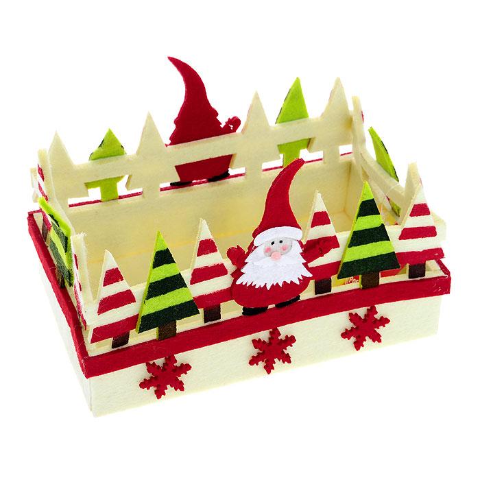 Корзинка House & Holder. 117050117050Корзинка House & Holder прямоугольной формы, выполненная из фетра, идеально впишется в интерьер вашей кухни. Корзинка декорирована фигурками Санта-Клауса, елками и снежинками. Такая корзинка позволит красиво и удобно разместить на столе фрукты, конфеты, печенье.