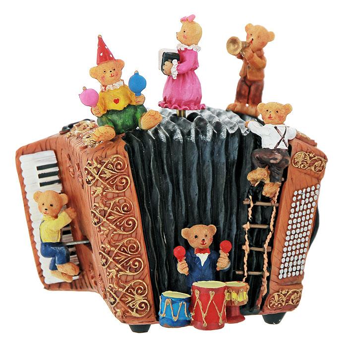 Декоративное музыкальное украшение Медвежата. Ф21-1684Ф21-1684Музыкальное украшение представляет собой аккордеон, на котором сидят шесть забавных медвежат. Украшение имеет музыкальный механизм при заводе, которого оно начинает играть приятную мелодию, а две фигурки медвежат сверху и снизу начинают двигаться. Оригинальный дизайн украшения, несомненно, привлечет внимание. Кроме того, такое музыкальное украшение - отличный вариант подарка для ваших близких и друзей.