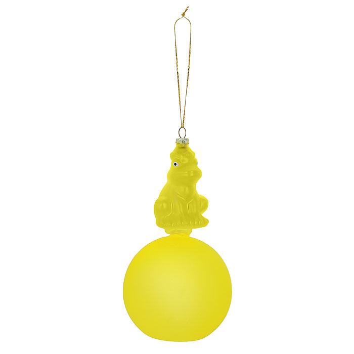 Новогоднее подвесное украшение Лягушка, цвет: золотистый, желтый. Ф21-1711Ф21-1711Новогоднее подвесное украшение Лягушка, выполненное из стекла, украсит интерьер вашего дома или офиса в преддверии Нового года. Необычное украшение выполнено в виде золотистой лягушки, сидящей на желтом шаре. Оригинальный дизайн и красочное исполнение создадут праздничное настроение. Новогодние украшения всегда несут в себе волшебство и красоту праздника. Создайте в своем доме атмосферу тепла, веселья и радости, украшая его всей семьей.