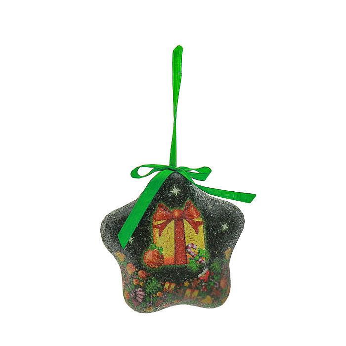 Набор подвесных новогодних украшений Звезды, цвет: зеленый, 6 шт. Ф21-2146Ф21-2146Набор подвесных украшений Звезды украсит новогоднюю елку и создаст теплую и уютную атмосферу праздника. В набор входят 6 звездочек, выполненных из пластика зеленого цвета, оформленных изображением подарков. Украшения упакованы в пластиковую коробку. Елочная игрушка - символ Нового года. Она несет в себе волшебство и красоту праздника. Создайте в своем доме атмосферу веселья и радости, украшая всей семьей новогоднюю елку нарядными игрушками, которые будут из года в год накапливать теплоту воспоминаний. Характеристики: Материал: пластик, текстиль. Размер украшения: 8,5 см х 8,5 см х 3 см. Размер упаковки: 24 см х 8 см х 7,5 см. Изготовитель: Китай. Артикул: Ф21-2146.