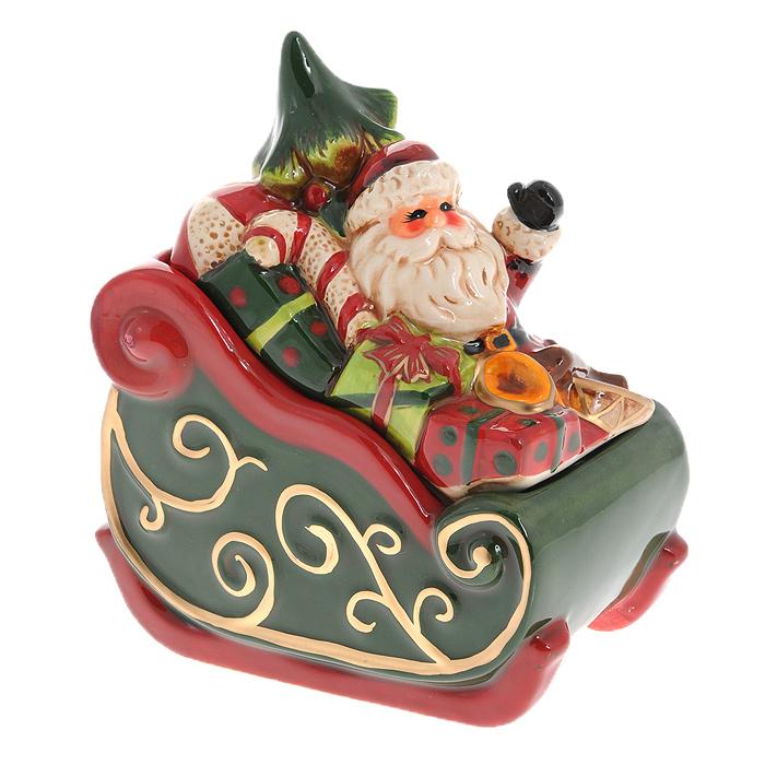 Шкатулка Дед Мороз в санях. Ф21-2083Ф21-2083Шкатулка Дед Мороз в санях изготовлена из керамики в виде саней с Дедом Морозом, везущим подарки и новогоднюю елку. Она прекрасно дополнит праздничный интерьер и не оставит равнодушным ни одного любителя оригинальных вещей. Шкатулка станет практичным и запоминающимся подарком для ваших близких.