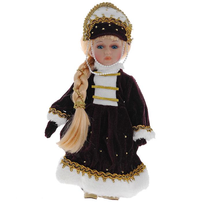 Декоративная керамическая кукла, на подставке, 31 см. Ф21-2172Ф21-2172Великолепная кукла, выполненная из керамики, займет достойное место в вашей коллекции. Туловище куклы мягконабивное. Лицо с трогательным взглядом, обрамленным пышными ресницами, и светлые волосы, заплетенные в косу, словно шелк, максимально приближены к живому прототипу - юной леди с румянцем на щеках. Кукла наряжена в бордовое бархатистое платье, расшитое золотистой тесьмой и бусинами. Воротник, рукава и подол отделаны белым искусственным мехом. Кукла одета в белые панталоны. На ногах - гольфы и башмачки на шнурках из искусственной кожи. На голове - бордовый кокошник, расшитый золотистой тесьмой и бусинами. Кукла установлена на подставку, благодаря которой вы можете поместить ее в любом понравившемся вам месте.