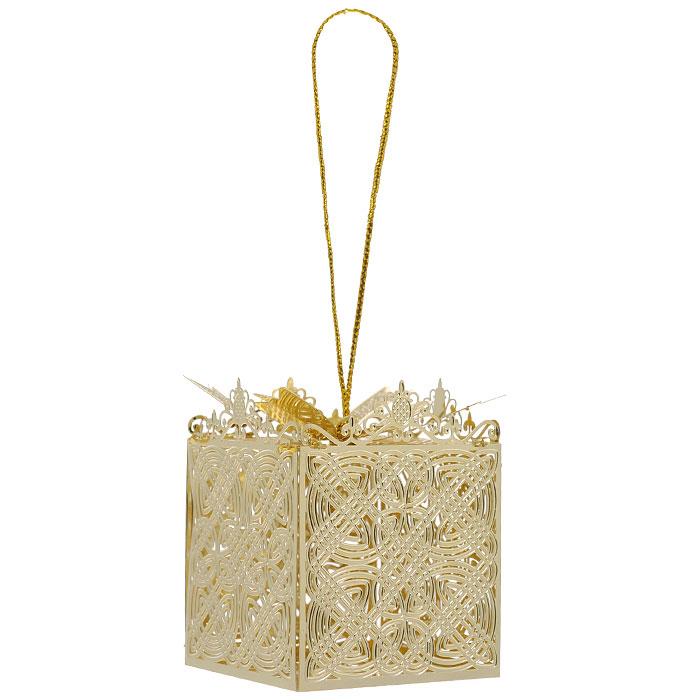 Новогоднее подвесное украшение Подарок, цвет: золотистый. 2508025080Новогоднее подвесное украшение Подарок, выполненное из золотистого металла, украсит интерьер вашего дома или офиса в преддверии Нового года. Оригинальный дизайн и красочное исполнение создадут праздничное настроение. Новогодние украшения всегда несут в себе волшебство и красоту праздника. Создайте в своем доме атмосферу тепла, веселья и радости, украшая его всей семьей.