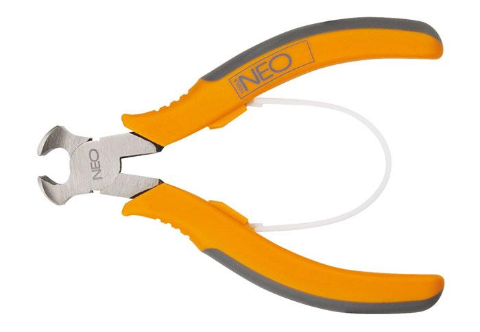 Кусачки торцевые Neo, 11,5 см01-101Кусачки торцевые Neo предназначены для перекусывания закаленной проволоки, снятия изоляции и других работ. Кусачки имеют обрезиненные ручки и увеличенные режущие кромки, закаленные дополнительно индуктивным методом. Твердость режущих кромок 55-60 HRC. Оптимальная сила благодаря высокому отношению плеч рычагов.