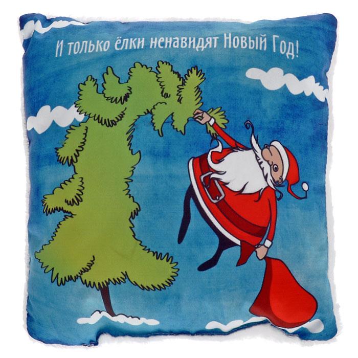 Подушка декоративная Санта на елке, 25 х 25 смА4007Декоративная подушка Санта на елке, выполненная из приятного на ощупь полиэстера, гармонично впишется в интерьер вашего дома и создаст атмосферу уюта и комфорта. Одна сторона подушки оформлена забавным фотопринтом в виде Санты, висящего на елке, и надписи: И только елки ненавидят Новый Год! Оборотная сторона подушки покрыта мягким искусственным мехом. Декоративная подушка Санта на елке, несомненно, станет отличным подарком друзьям, товарищам, коллегам и вызовет бурю позитивных эмоций.