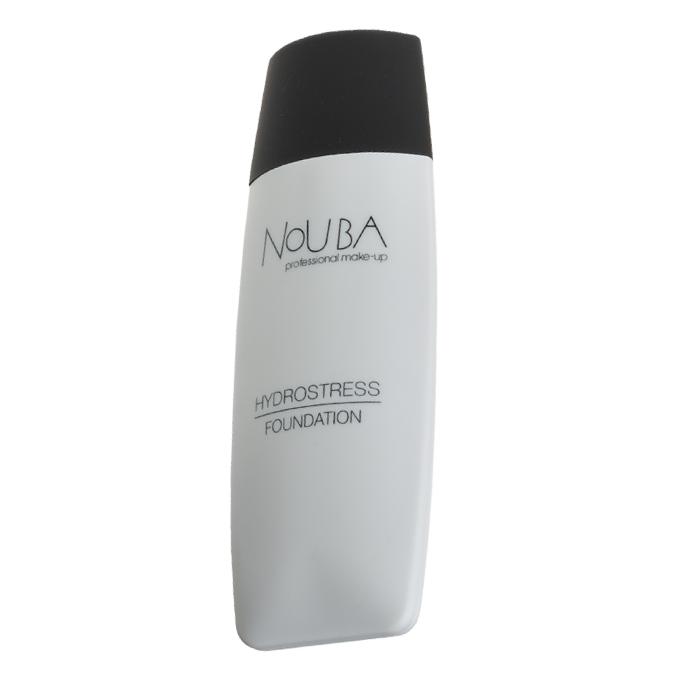 Nouba Тональная основа Foundation Hydrostress, тон №3, 30 млN23003Увлажняющая и успокаивающая кожу тональная база Nouba Foundation Hydrostress создана на основе молочных ферментов, содержащих детоксикант, и с использованием технологически инновационной пудры и пигментов, рассеивающих свет. Она идеально ложится на кожу, естественно скрывая все ее недостатки и делая ее гладкой и ровной, маскирует признаки старения кожи, скрывая видимые и мимические морщины. Благодаря содержанию в формуле диоксида титана, тональная основа Nouba Foundation Hydrostress защищает кожу от вредного воздействия окружающей среды и ультрафиолетовых лучей. Рекомендуется для нормального и сухого типа кожи. Влагоустойчивая тональная основа без масел с SPF-8; В составе силиконы, тальк (адсорбент), гидроксид алюминия, регулирующий деятельность сальных желез; Макияж выглядит идеально в течении всего дня даже без коррекции; Специальные кондиционирующие добавки обеспечивают длительную матовость; Экономичный расход (наносится влажными подушечками пальцев); ...