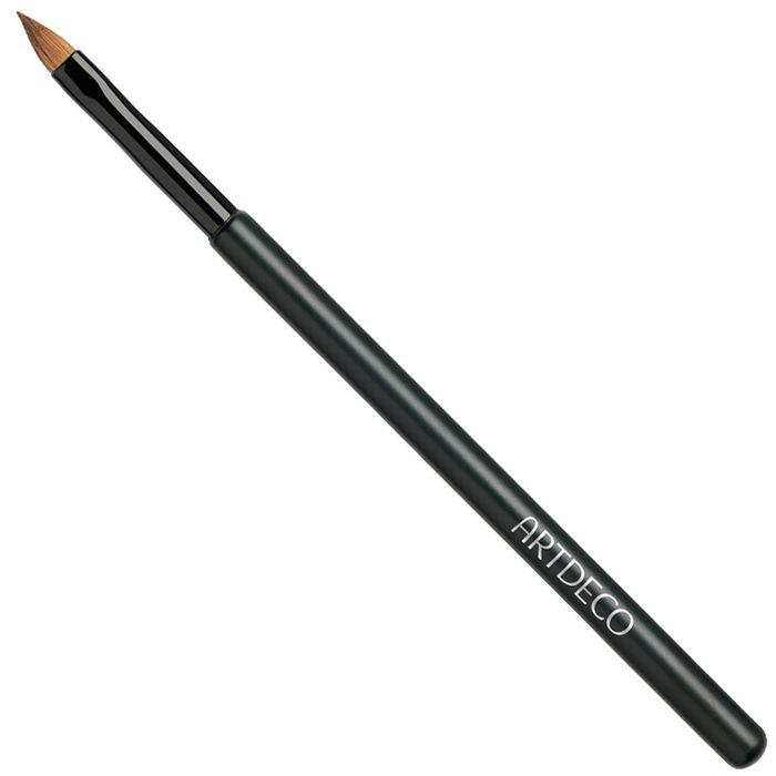 Artdeco Кисть для губ60460Кисть для макияжа губ Artdeco профессионального качества из нежного натурального ворса для точного нанесения губной помады и растушевки контурного карандаша для губ. Кисти Artdeco изначально были созданы для профессионального использования в салонах красоты. В линейке представлены различные формы наконечников - закругленные, куполообразные, скошенные, овальные. Кисти обладают безупречным качеством, легко, не царапая кожу, они оптимально распределяют текстуру средства. Кисть можно мыть без риска повреждений.