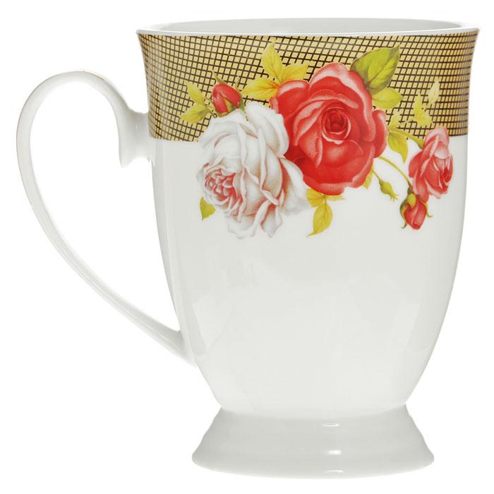Кружка Галерея роз, цвет: белый, 270 мл222155CКружка Галерея роз, изготовленная из высококачественного фарфора белого цвета, декорирована рисунком красных и белых роз, а также покрыт золотистой эмалью в виде изящных линий. Такая кружка придется по вкусу ценителям утонченности и изысканности. Кружка Галерея роз послужит не только приятным подарком, но и практичным сувениром. Оригинальная кружка упакована в стильную подарочную коробку из плотного картона синего цвета с логотипом компании.