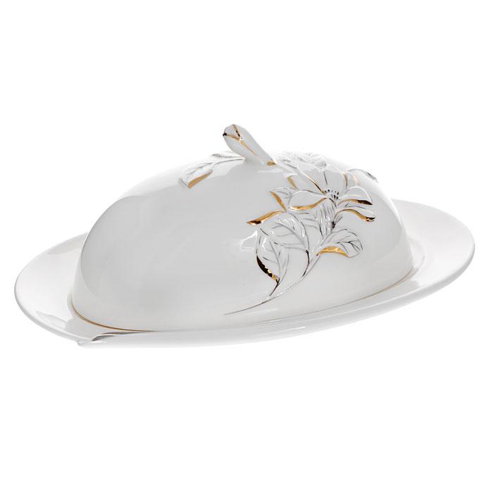 Масленка Палаццо, цвет: белыйGW 10005-23J35Масленка Палаццо, выполненная из высококачественного фарфора, предназначена для красивой сервировки и хранения масла. Она состоит из подноса и крышки с ручкой. Крышка декорирована барельефом цветка с эмалью золотистого и серебристого цветов. Поднос оформлен эмалью серебристого цвета, а также имеется специальные выемки, благодаря которым крышка легко на него устанавливается. Масленка Палаццо упакована в подарочную картонную коробку с логотипом компании. Масленка сохранит ваше масло всегда свежим.