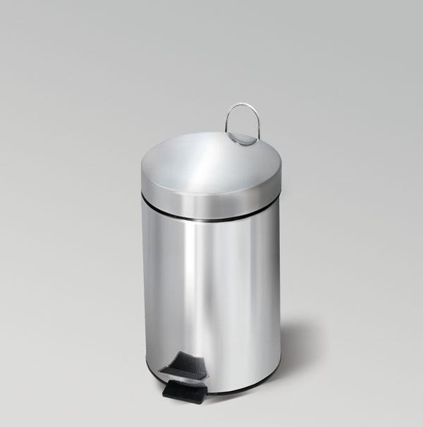 Ведро для мусора Moon, с педалью, 3 л. 695021695021Ведро для мусора Moon, выполненное из нержавеющей стали с отражающей поверхностью, поможет вам держать мусор в порядке и предотвратит распространение неприятного запаха. Ведро оснащено педалью, с помощью которой можно открыть крышку. Закрывается крышка бесшумно, плотно прилегает, предотвращая распространение запаха. Сбоку также имеется металлическая ручка, которая фиксирует крышку в открытом положении. Внутренняя часть - пластиковое ведерко, оснащенное металлической ручкой для переноса. Нескользящая пластиковая основа ведра предотвращает повреждение пола.