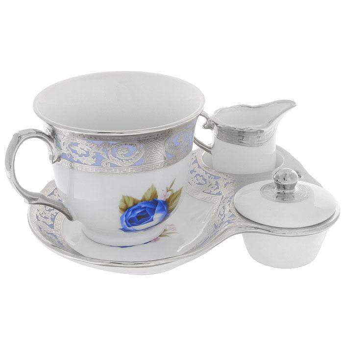 Набор для завтрака Силвер Блу, 4 предмета222153DНабор для завтрака Силвер Блу, выполненный из высококачественного фарфора состоит из чашки, блюдца, молочника и крышечки. Чашка и блюдце оформлены красочным рисунком, на котором изображены синие розы. Предметы декорированы рельефным узором с серебристой эмалью. Благодаря такому набору ваш завтрак будет еще вкуснее. Набор для завтрака Силвер Блу сочетает в себе изысканный дизайн с максимальной функциональностью. Такой набор послужит замечательным подарком к любому празднику. Предметы набора упакованы в стильную подарочную коробку из плотного картона синего цвета.