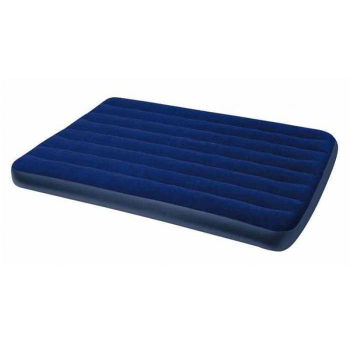 Кровать надувная Intex Royal, цвет: синий, 137 см х 191 см х 22 см68758Надувная кровать Intex Royal прекрасно подойдет для использования дома в качестве дополнительного спального места. Если вы собираетесь в поездку на дачу, в поход, на пикник, то такая кровать окажется очень кстати - вы прекрасно отдохнете на ней и днем, и ночью, а оказавшись на водоеме, сможете использовать ее на воде. Кровать изготовлена из высококачественного ПВХ. Флокированный верхний слой (напоминающий велюр) не дает простыне соскальзывать во время сна. Эксклюзивная внутренняя конструкция перегородок, обеспечивает повышенный комфорт и удобство использования. Эта необычайно удобная надувная кровать поможет вам полноценно отдохнуть. Гарантия производителя: 30 дней. Характеристики: Размер кровати в надутом виде: 137 см х 191 см х 22 см. Максимальная нагрузка: 273 кг. Размер упаковки: 35,5 см х 28 см х 9,5 см. Артикул: 68758. Уважаемые клиенты! Просим обратить ваше внимание на тот факт,...