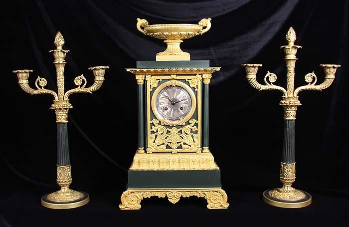 Каминные часы и канделябры Империя, стиль Луи-Филиппа. Бронза, позолота, часовой механизм. Франция, около 1834 года64581Каминные часы и канделябры Империя, стиль Луи-Филиппа. Бронза, позолота, часовой механизм. Франция, около 1834 года. Размеры часов: ширина 25 см, глубина 11 см, высота 45 см. Размеры канделябров: высота 42,5 см, максимальная ширина 23,5 см, диаметр розетки 2,3 см. Сохранность коллекционная. Механизм с порядковым номером 172, работает превосходно. Гравированная подпись  Story(?)id a Boulogne SM. Циферблат с римскими цифрами. Циферблат гравированный, посеребренный. Часы мелодично бьют каждые полчаса и каждый час. Оригинальные маятник и ключ - в комплекте. Роскошный комплект из часов и канделябров в стиле Луи-Филиппа станет изысканным украшением интерьера Вашей гостиной, каминного зала или рабочего кабинета! Каминные часы в стиле Луи-Филиппа тонко подчеркнут Ваш безупречный вкус и высокий статус! Имперский стиль 1830-х гг. – это монументальность, репрезентативность, изысканность и роскошь в интерьере! Строгие и...